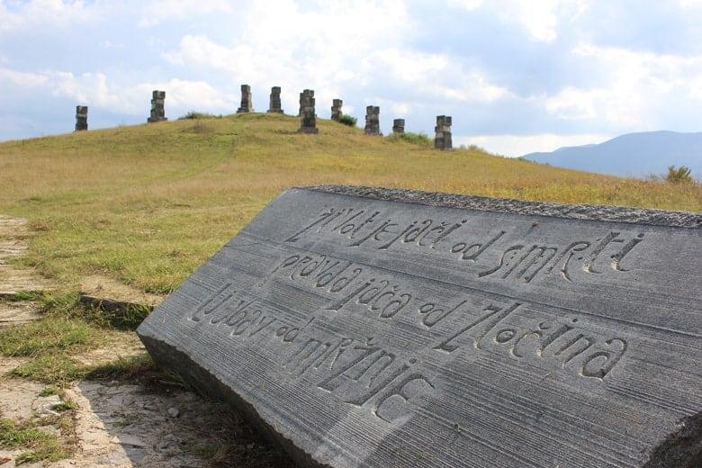 Garavice Spomenik