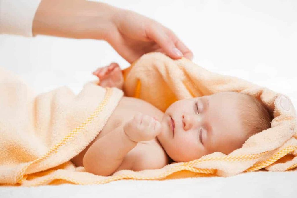 Kako i kada okupati novorođenu bebu?